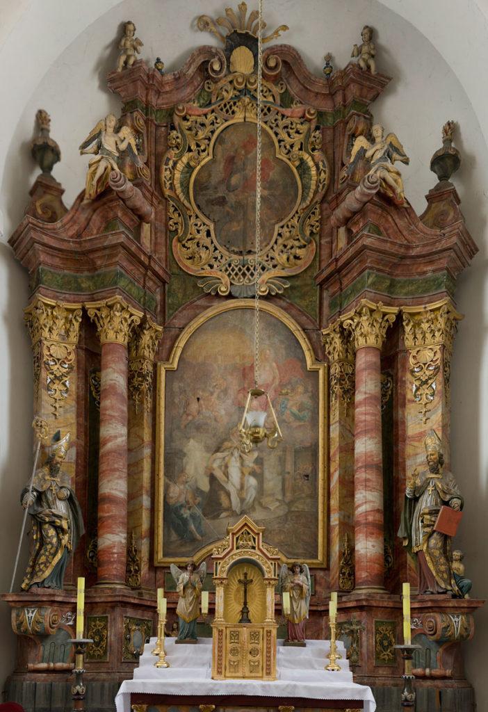 """Ołtarz główny wraz z obrazem """"św. Mikołaj"""""""
